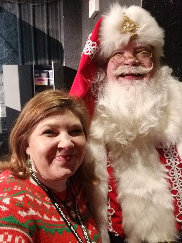 Christmas in the Ozarks: Stage Shows for Everyone! Clay Cooper's Christmas Express - Just Peachy Keen #BloggingBranson #OzarkMountainChristmas